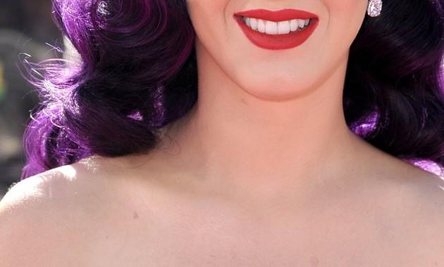 Katy Perry joue à un jeu coquin : noter ses amants !